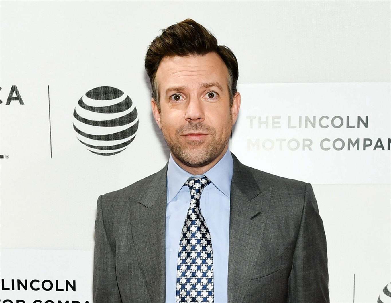 Jason Sudeikis will lead stage play of 'Dead Poets Society'