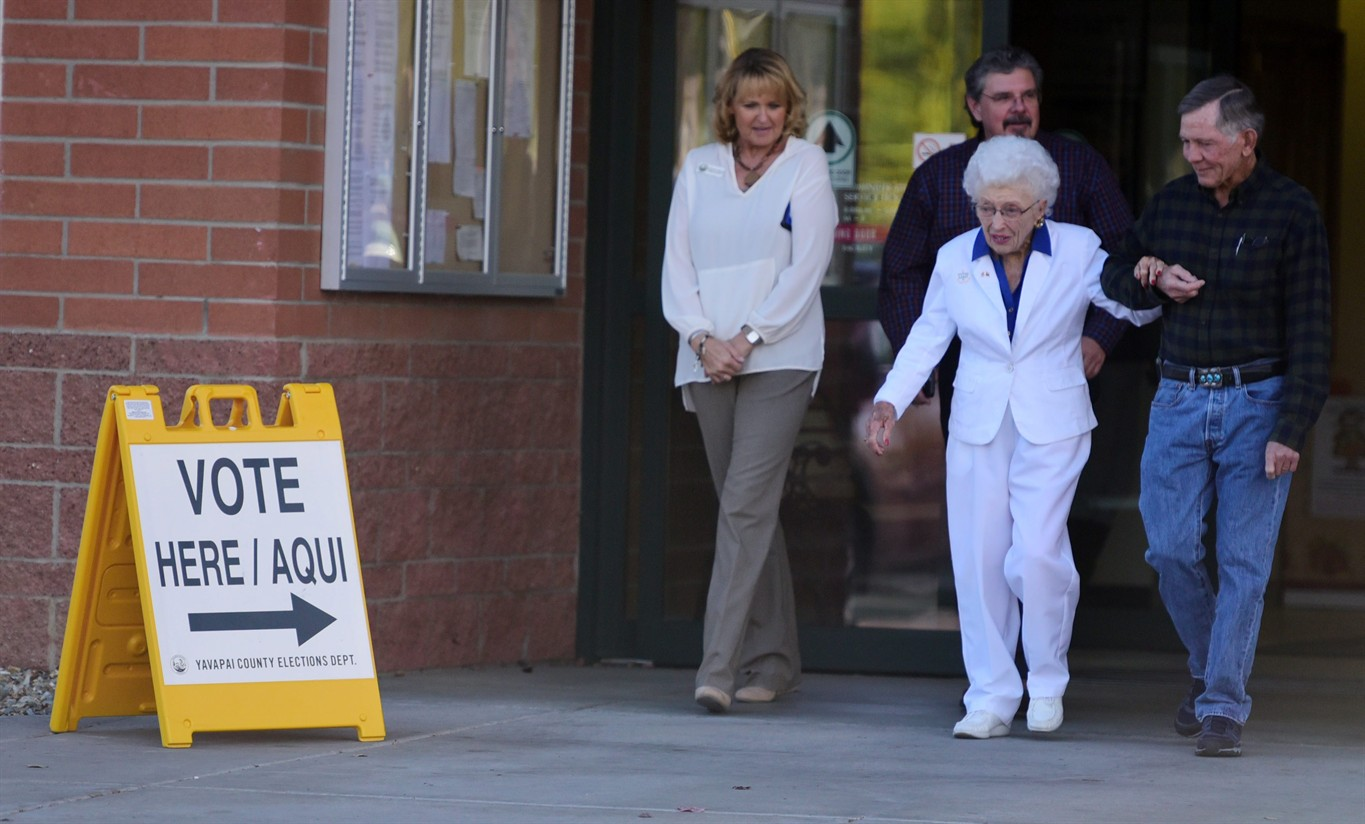 102-year-old Arizona woman casts early vote for Clinton
