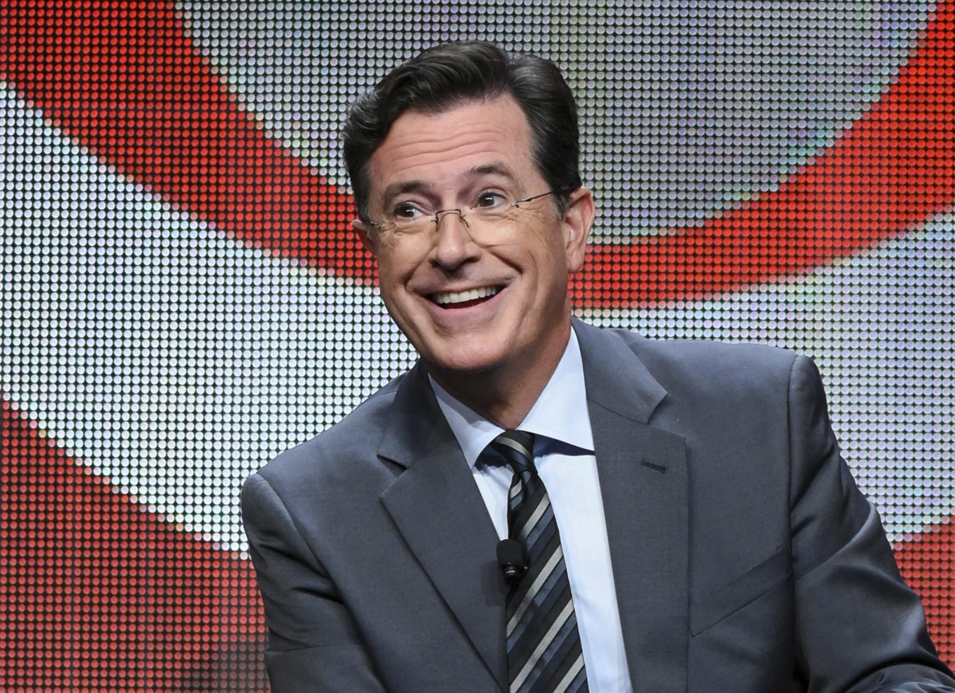 'Daily Show' reunion takes place on 'Late Show with Stephen Colbert'