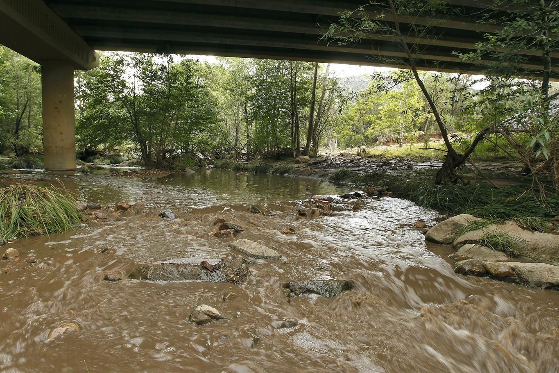 Arizona swimming hole flash flood: 8 dead, 2 missing