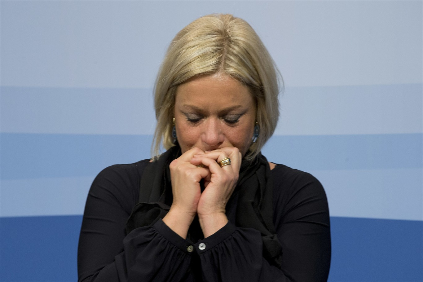 Dutch Defence Minister resigns over troops' death in Mali