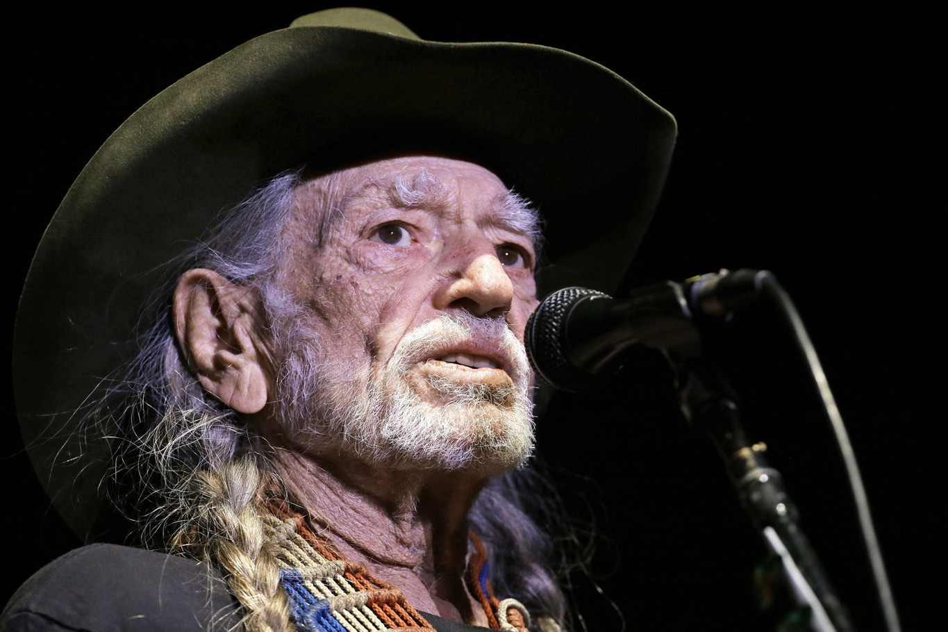 Willie Nelson Cuts Show Short, Cancels Upcoming Dates, After Suffering Breathing Difficulties