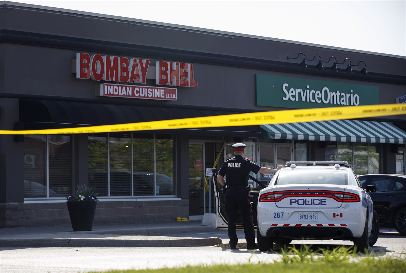 Bomb rips through Mississauga restaurant, injuring at least 15