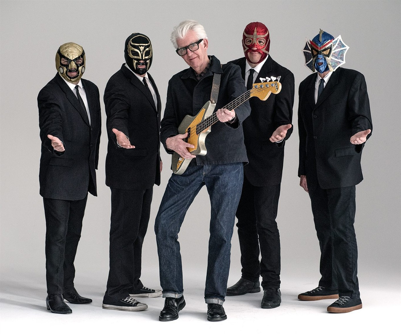 Nick Lowe rediscovers roots with Los Straitjackets - 660 NEWS