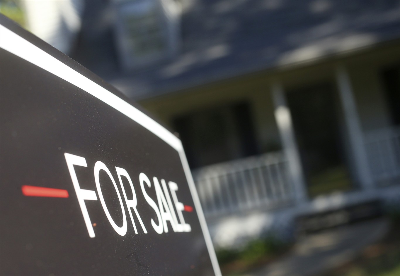 Mortgage rates hit 7-year high amid slowing housing market